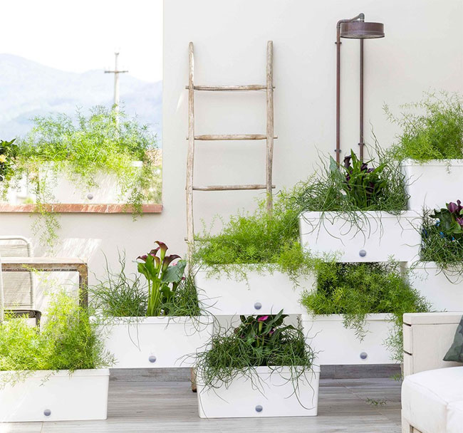 Stacked planter boxes easy freestanding vertical garden for Privacy wall planter
